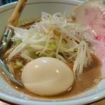 麺と人 - 味噌麺+煮玉子 830円