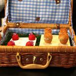 ENEKO Tokyo - 料理写真:Piknika (ピクニック) 鰻とアンチョビのタルタルを入れたブリオッシュ と 赤くコーティングされたチョコレートの中にカイピリーチャとチャコリを入れたカイピリーチャ