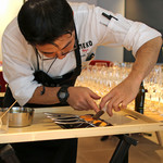 ENEKO Tokyo - 有機卵の卵黄にトリュフのソースを注射器で入れてます