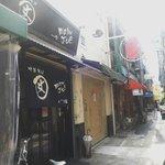 麺屋 丈六 - 細い路地を入ったところにお店はある