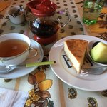 ディマンシェ - 料理写真:チーズケーキとマスカットティー