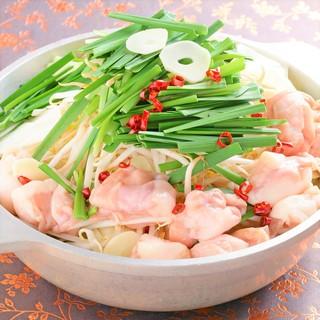 【名物】芋蔵流牛もつ鍋/ホルモンの旨みが溶け込んだ絶品スープ