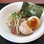 麺SAMURAI 桃太郎 - 煮玉子はやや硬め