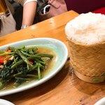タイストリートフード - 空芯菜withカオニャオ