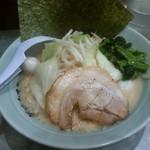 魂心家 - 醤油ラーメン+野菜
