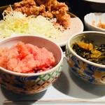 やまや - 食べ放題の明太子、高菜と奥が唐揚げ定食
