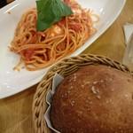 アフタヌーンティー ティールーム - 料理写真:レギュラーメニューのトマトパスタ