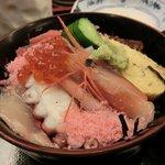 7523498 - ミニ海鮮丼/683円