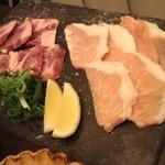 囲炉裏焼肉 鬼29 - カルビ塩焼き+豚とろ塩焼き