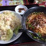 台湾料理 鴻翔 - レタスチャーハンもしっかりとした味付けにシャキシャキのレタスが美味