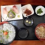 大洗町漁協 かあちゃんの店 - しらす2色丼定食1100円と三点盛り刺身単品500円