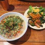 遊猿 - 坦々麺とビュッフェ惣菜