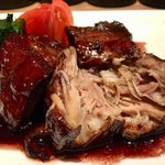 九吾郎ワインテーブル - トロトロ豚の赤ワイン角煮 880円