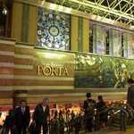 75248298 - 横浜駅東口、ポルタ地下街入口。ここを下りて左手へ