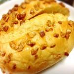 75249345 - 塩味うまピーナッツパン