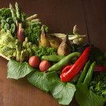 東京肉割烹 西麻布 すどう - 産地にこだわり、その時一番おいしい野菜を仕入れてお出しいたします。
