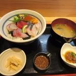 Kaisenyakaishimmaru - 暫く待つと注文した厳選海鮮丼1380円の出来上がりです。