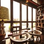 リストリア グランデ アルベロ - シェフ自ら設計した店は、趣味のいいインテリアであふれている