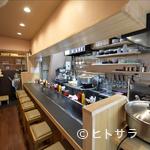 釜谷製麺 - 気軽に座れるカウンター席は、お一人様も大歓迎