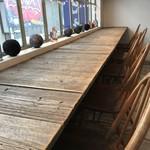カフェ豆茶 - ここが一等席でしょう、2年半前と同じ席へ(2017.10.24)