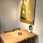 カフェ豆茶 - 4人掛けテーブルが1卓あります、リザーブになっていました(2017.10.24)