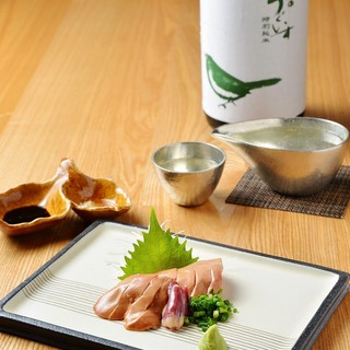 上質な酒器で日本酒や自然派ワインと一緒に