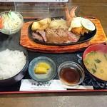 洋食 みやび - 限定『ステーキ&エビフライ』(1,080円)
