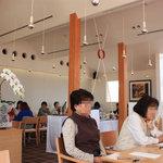 森のレストラン - 広くて天井が高くてゆったりできる店内