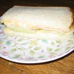 オランダ屋 - ハム・チーズ・卵のサンドイッチ