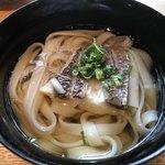 瀬戸内旬菜 棗 - 鯛うどん 厚みのある鯛の切り身がのっている。お汁も鯛の出汁がきいていてとても美味しい