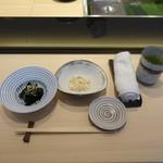 松栄 - ランチにつく小鉢、湯葉と若布酢