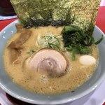 横浜家系ラーメン 清六家 - 料理写真:豚骨醤油ラーメン(¥760)