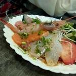 呑み喰い処 居酒屋 花の木 - 「お刺身サラダ」700円