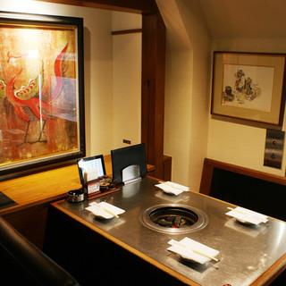 半個室、周りが気にならない、落ち着いてお食事をお楽しみ下さい