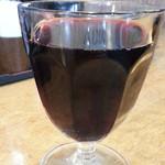 ひだりうま でん助 - タイムサービスでグラスワインの赤300円