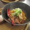 汁なし麺専門店 メンデザイン - 料理写真:汁なし坦々麺 黒、温玉付
