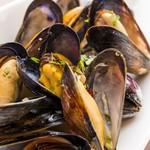 ラス ボカス - カナダ産フレッシュムール貝の白ワイン蒸し