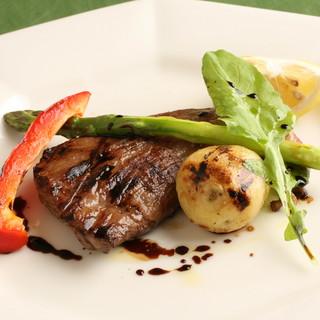 貴重なイベリコ豚や季節の食材を使った自慢の料理!