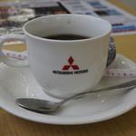 甲子家 - 関係ないけど、三菱自動車で出されたコーヒー:結構おいしい。たぶんおいしいマシンを使っているのではないか