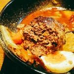 奥芝商店 - まん丸でオーブン焼にされたハンバーグは食べ応えあり。煮込みも選べます。