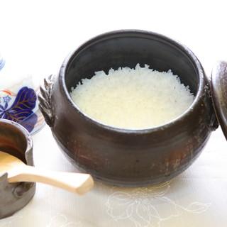 ○毎朝、夕に土鍋で炊く特Aランク米【さがびより】を使用