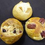 パンの山 - 料理写真:2代目山のパン:蕎麦のパン:ピーカンナッツ