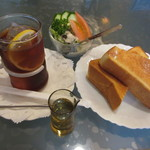 ドマーニ - 料理写真:トーストセットサラダ付き 590円(2017.10)
