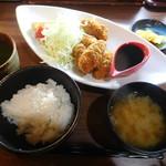 魚撃 - カキフライ定食¥750-
