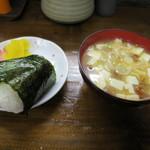 串っ子 - おにぎり(鮭)、なめこ汁