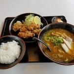 75288661 - 鶏の唐揚げ定食 麺普通 みそ変更