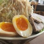 りょう二郎 - 背脂醤油豚骨ラーメン 野菜増し、煮玉子トッピングのアップ〜(*^▽^*)❤️