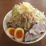 りょう二郎 - 背脂醤油豚骨ラーメン 野菜増し、煮玉子トッピング〜(*^▽^*)❤️