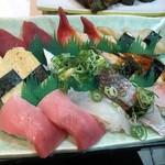 Harukoma - まぐろ ほっき貝 みる貝 たまご いわし うなぎ とろ 鯛三種盛