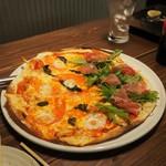 居酒屋コバラヘッタ - 欲張りピザ(マルゲリータ&生ハム)その2